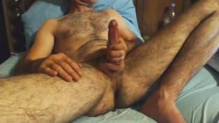 Journée branlette pou un homme poilu !