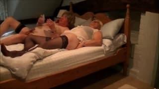 Des caresses sympas avec ces deux travesti