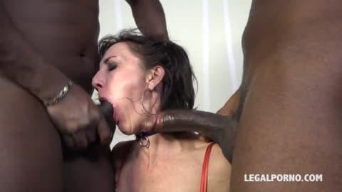 Lyna Cypher accro au pénis des blacks