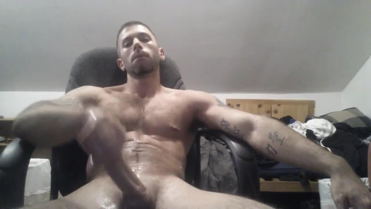 Latino gay se branle devant sa webcam